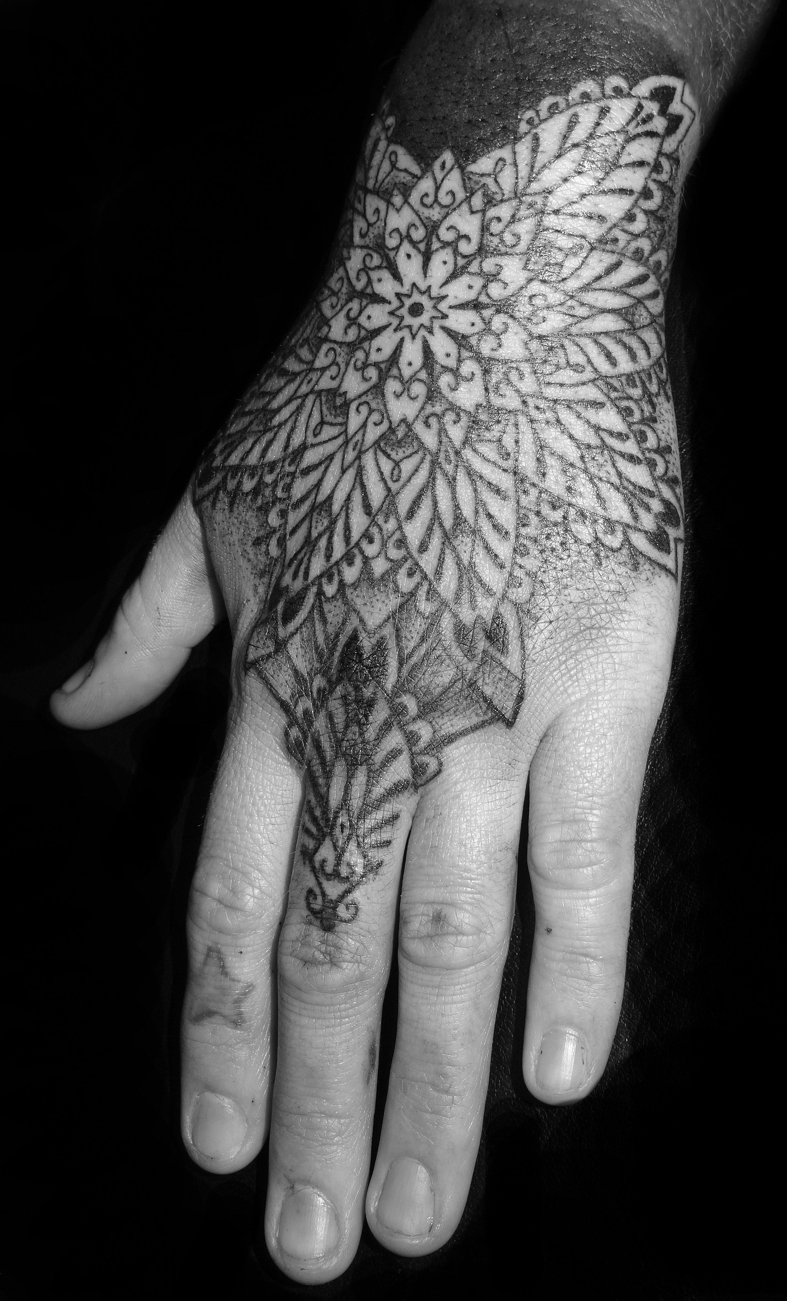 Fade fx geometric dotwork and mandala tattoo specialist for Do tattoos on hands fade