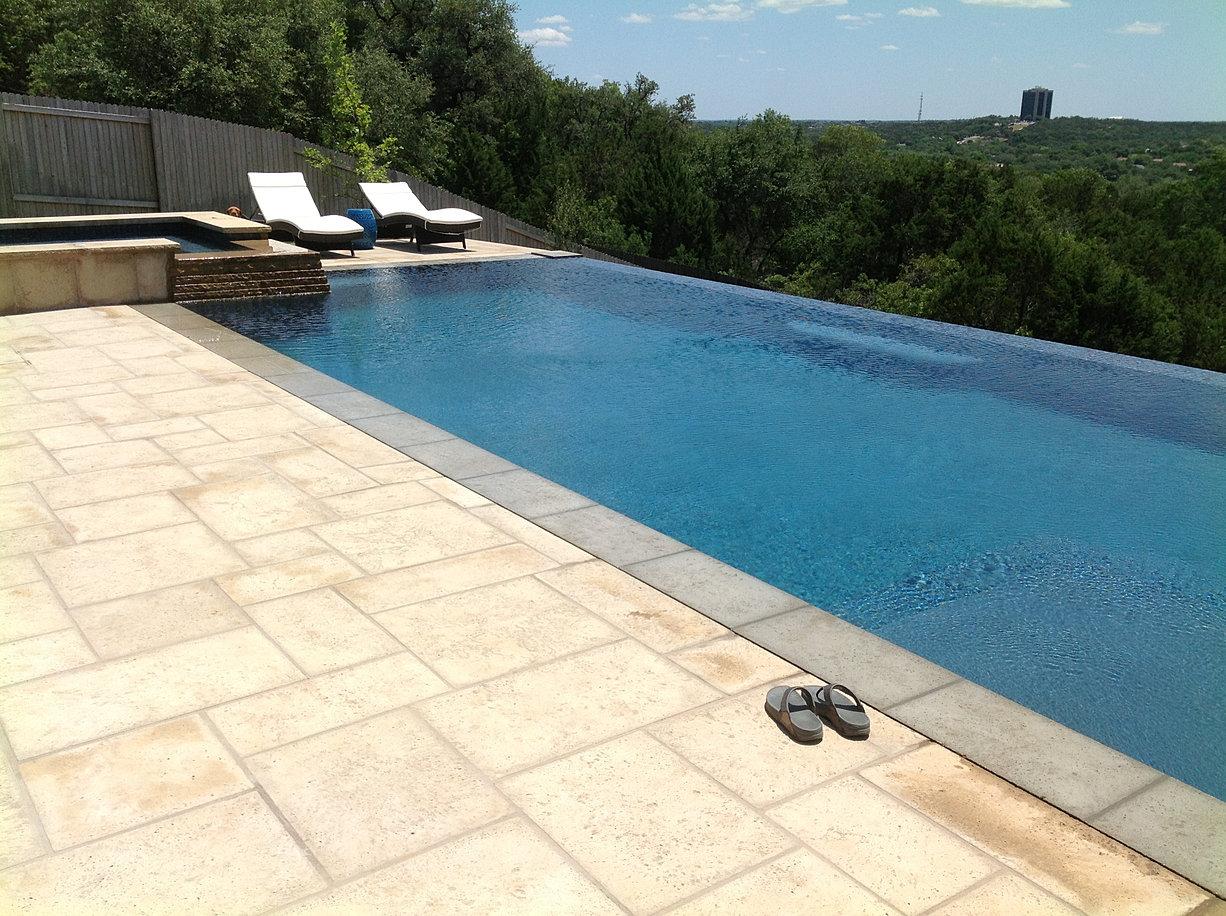 Negative edge pool design