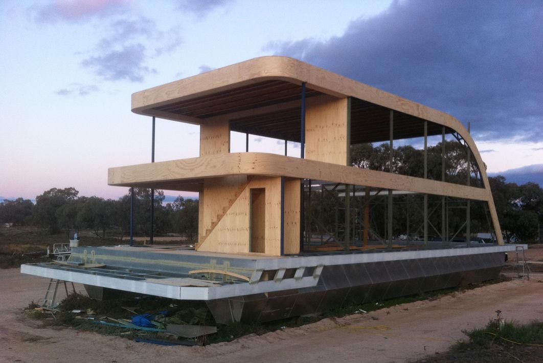 Luxury Houseboat Design