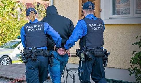 Polizei_edited.jpg