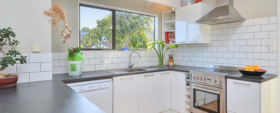 kitchen cabinets and bench tops - Kitchen Cabinets Nz