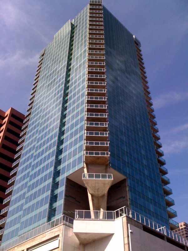 Watermarke tower los angeles california luxury high for Highrise apartments in los angeles