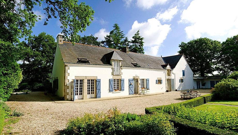 La maison blanche aux volets bleus maison table d for Architecte de la maison blanche