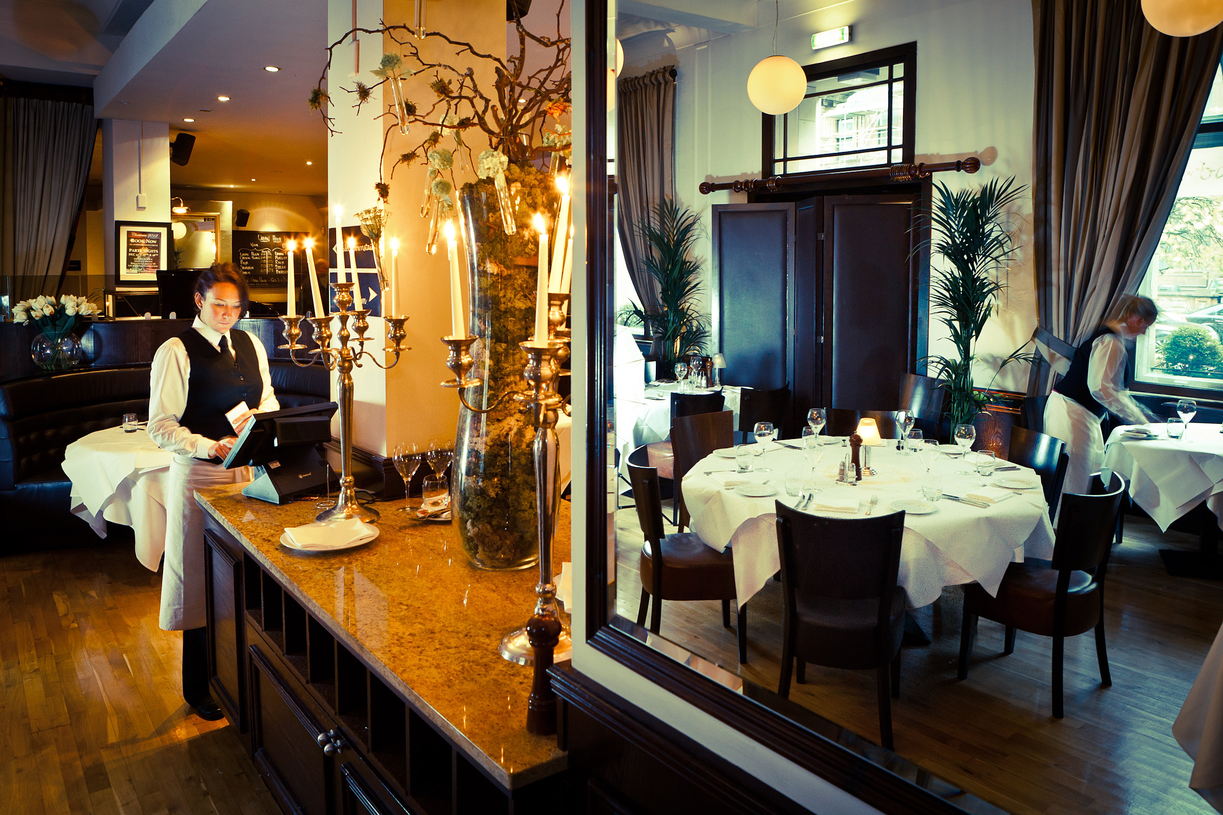 Urban bar and brasserie for Bar dining t bar