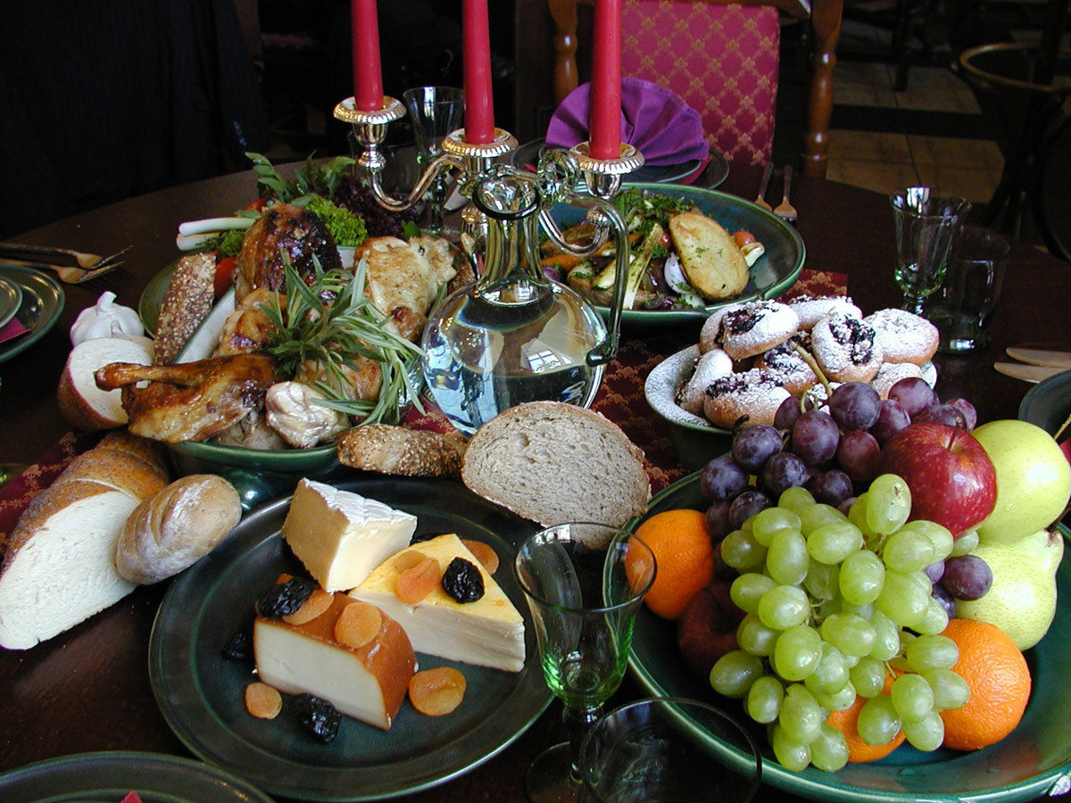 elizabethan foods and feasts essay Elizabethan dining essay by  during elizabethan times was the introduction of different foods from the new  especially for feasts and banquets.