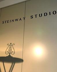スタインウェイスタジオ入口1.jpg