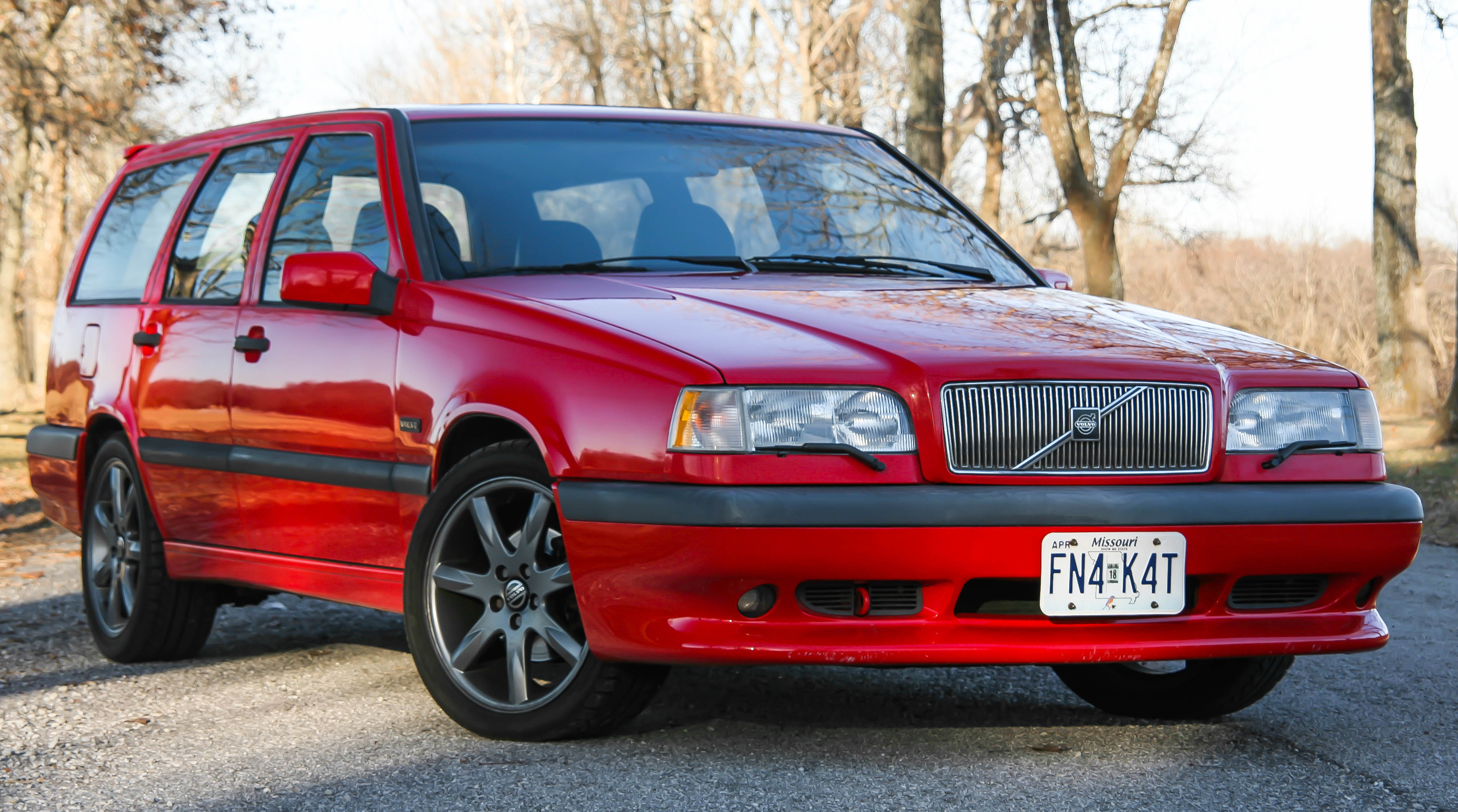 An iconic race-bred family hauler: The 1996 Volvo 850R | From City To Circuit automotive media