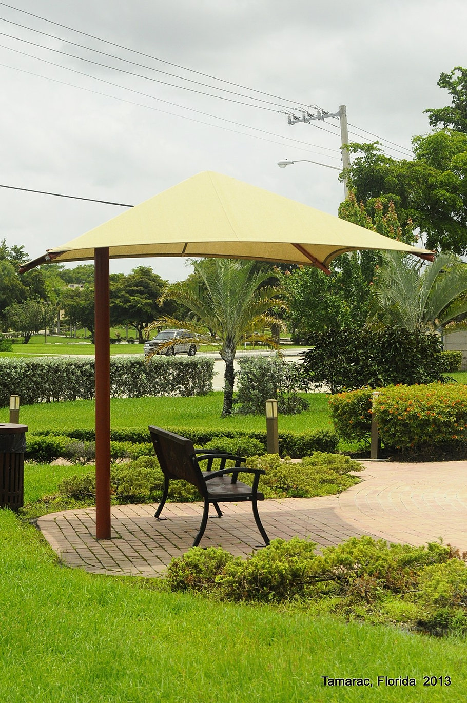 Tamarac Commons Bench Umbrella