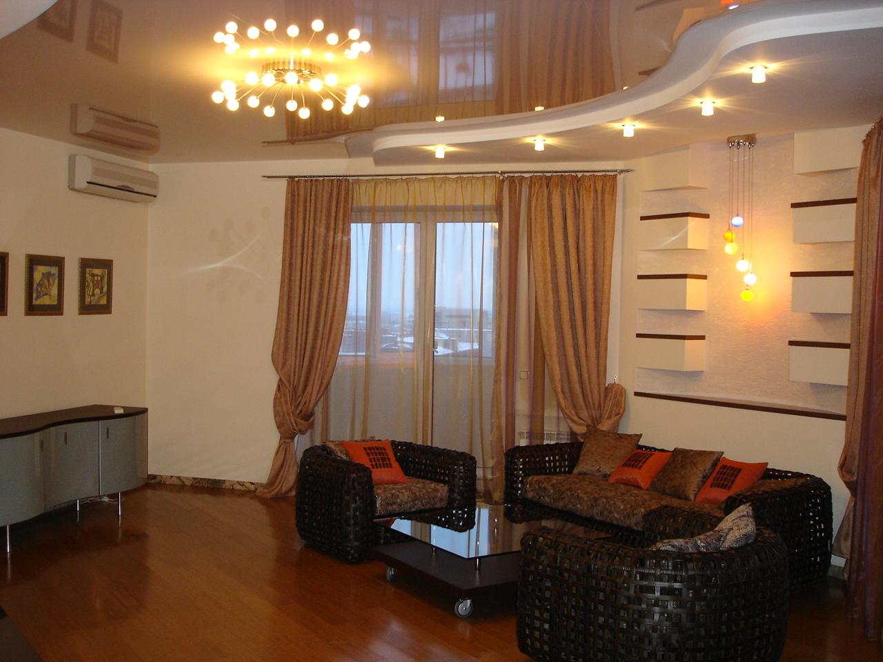 Дизайн потолков в гостиной фото
