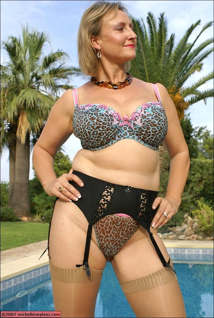 Michelle s nylons sandy s secrets amp saskia s nylon leg show images