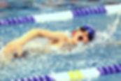 Cours de perfectionnement de natation pour les enfants .