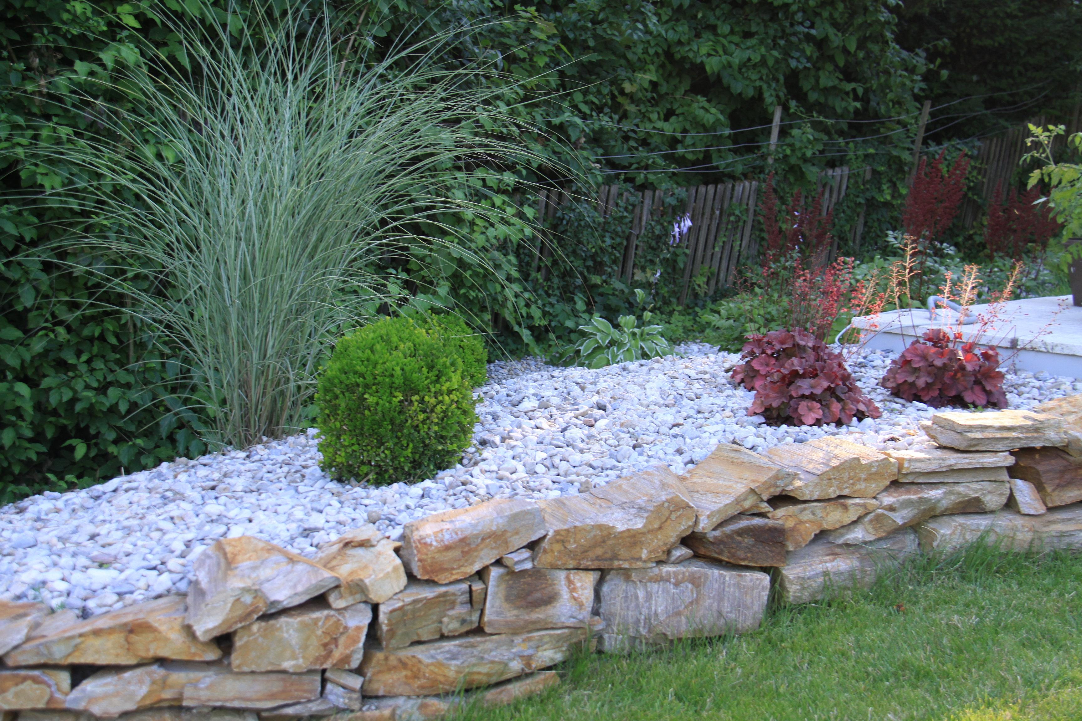 Gartengestaltung peter reinisch natursteinmauer mit kiesbeet for Gartengestaltung kiesbeet