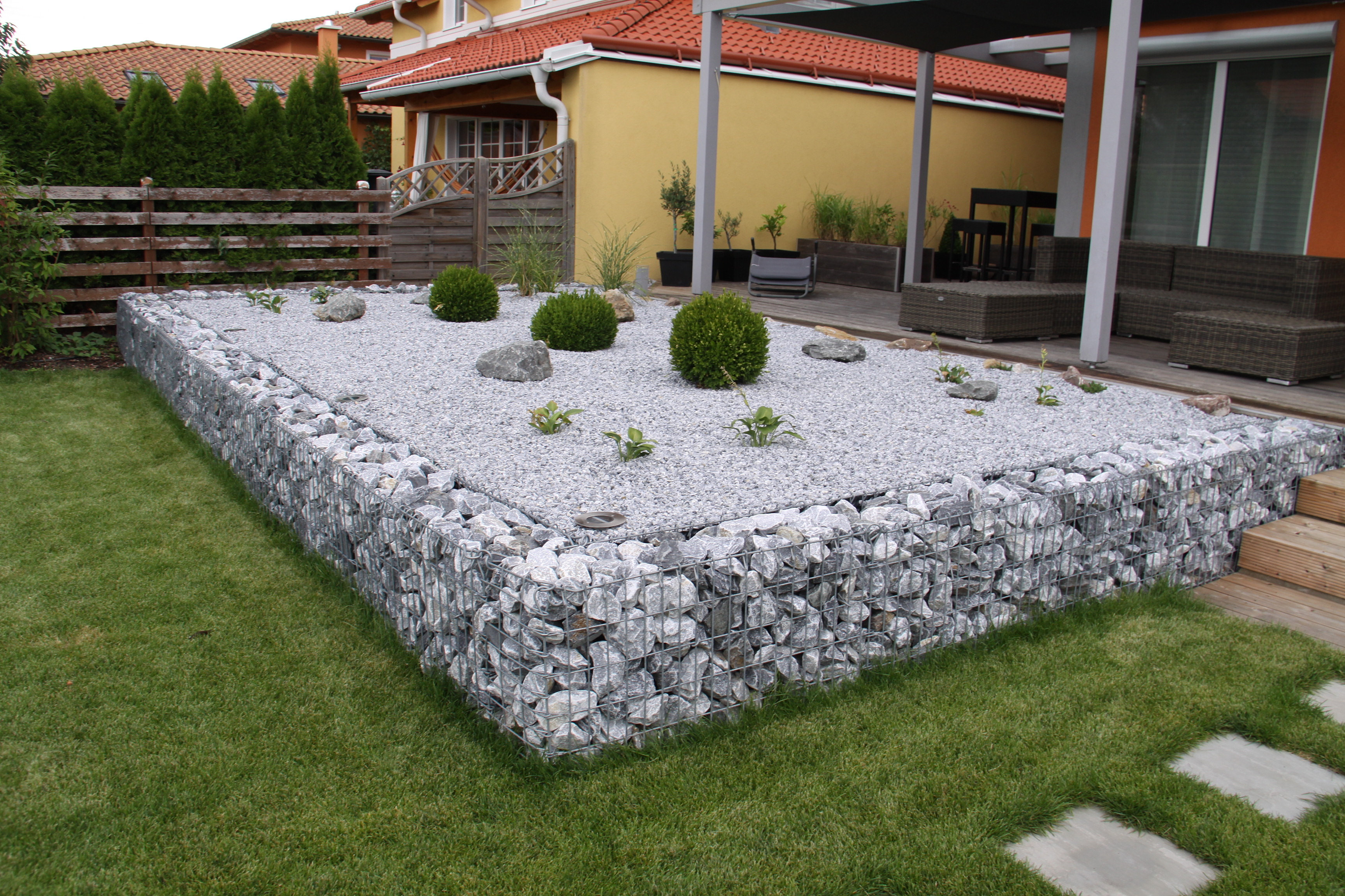 Gartengestaltung peter reinisch kiesbeet mit gabione for Gartengestaltung kiesbeet