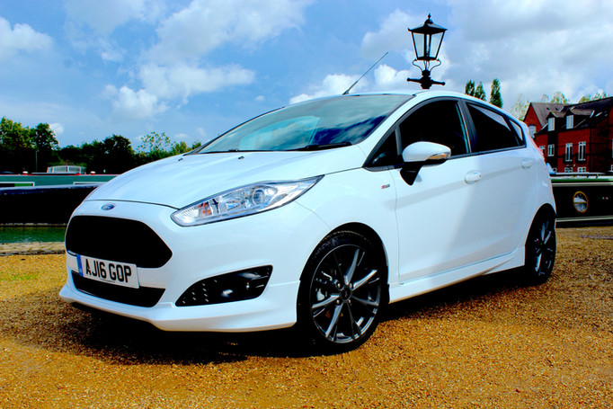 2016 ford fiesta 1 0 ecoboost st line review car reviews driver 39 s seat. Black Bedroom Furniture Sets. Home Design Ideas