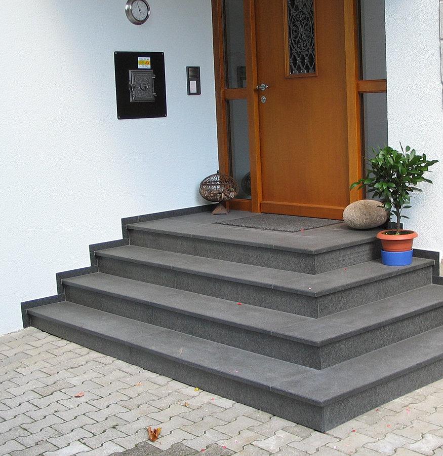 sch uble natursteine betonwerksteine treppen. Black Bedroom Furniture Sets. Home Design Ideas