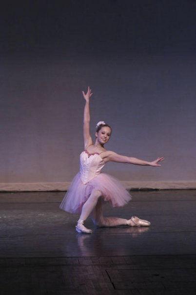 Grand Valley State Univeristy Dance EnsembleLa SourceOctober 2006Choreography: George BalanchineSet by: Deborah Winger