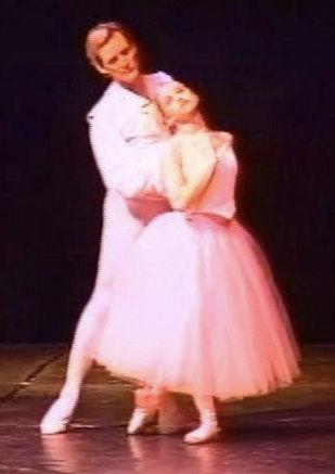 Michigan Ballet TheatreHeartstringsApril 2005Choreography: Michael Anderson