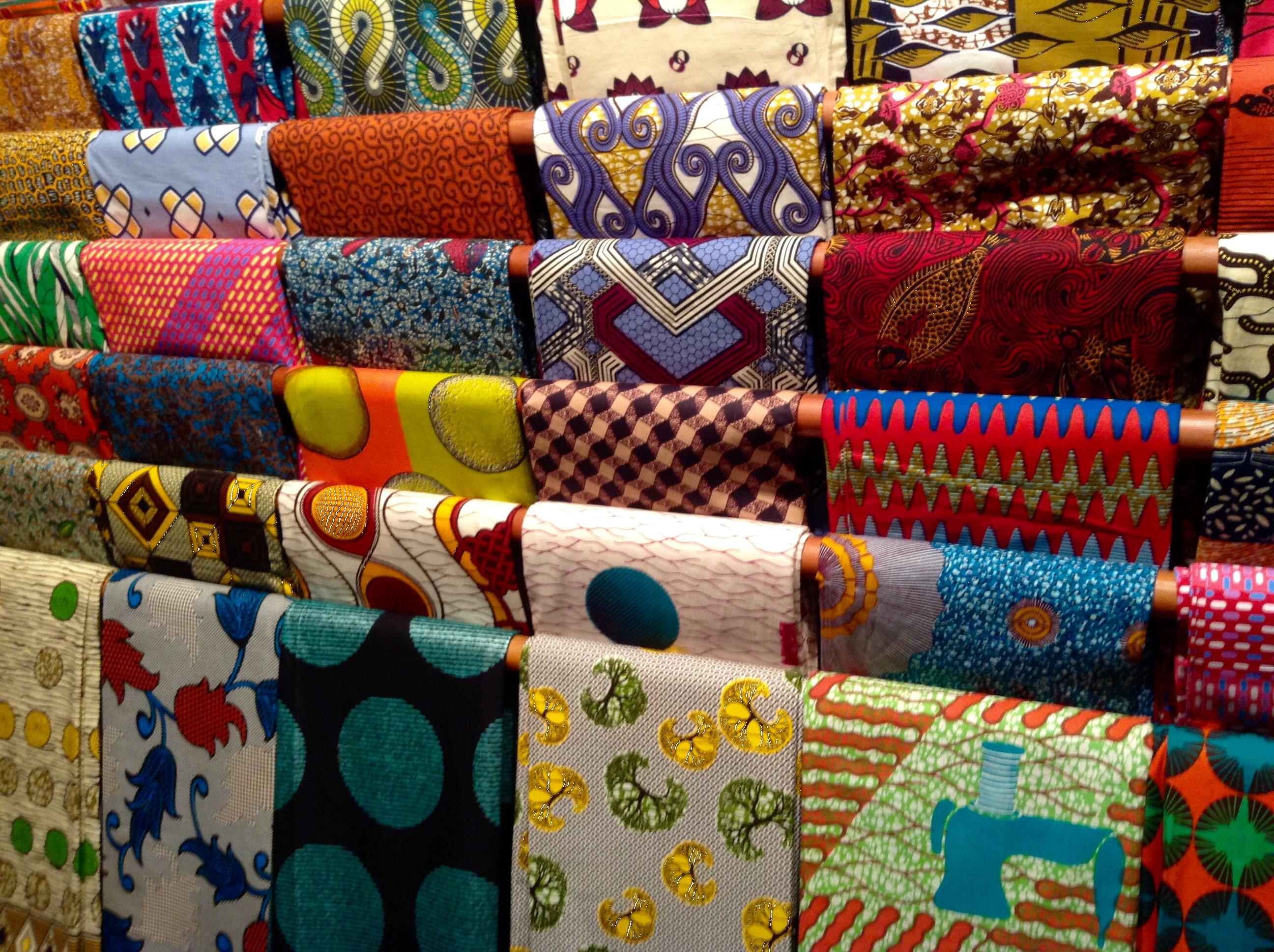 Telas africanas armon a y colorido fashion blog es - Telas de tapicerias para sofas ...