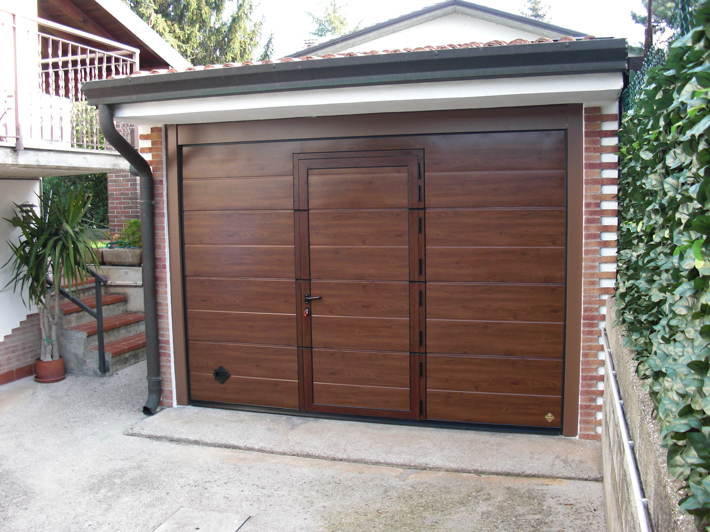 Porte per Garage, Portoni a Libro Omega Professional Doors SRL Roma