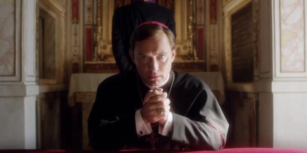 Resultado de imagem para Jude Law vivendo o Papa mais jovem do mundo