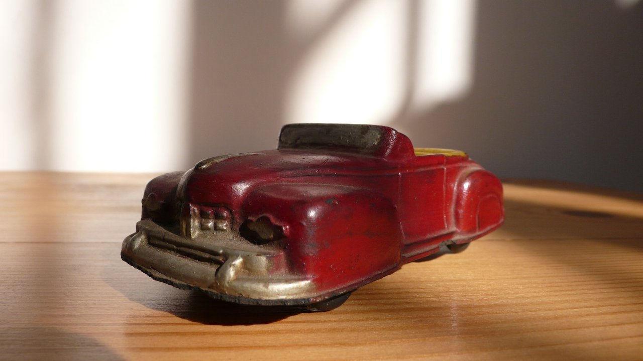 Carro antigo de borracha