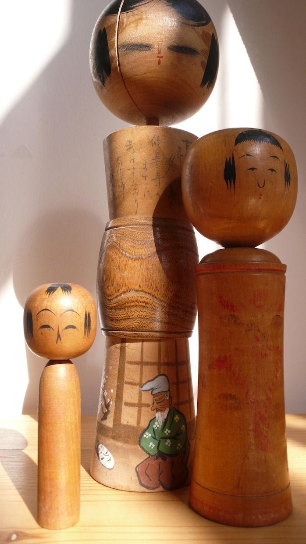 Bonecas japonesas de madeira