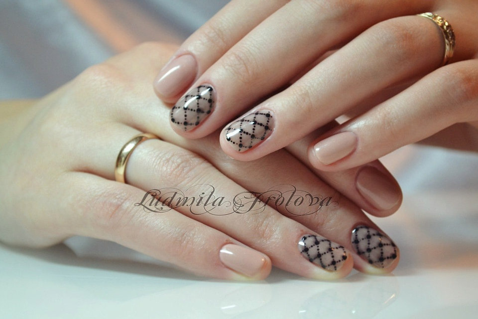 Маникюр на короткие овальные ногти