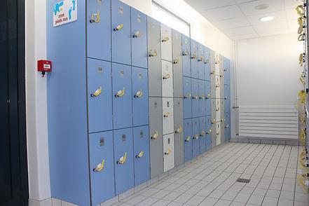 casiers métalliques et casiers stratifié compact CABSAN-cabines sanitaires CABSAN