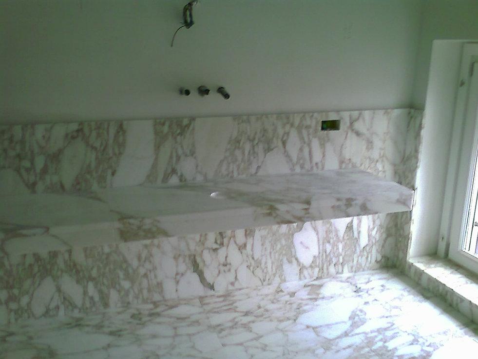 Bagni in marmo e onice, travertini e pietre in generale