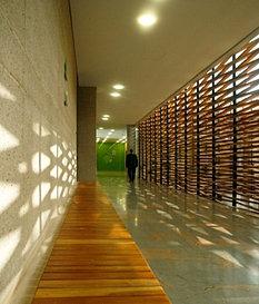 Fachada interior y mobiliario