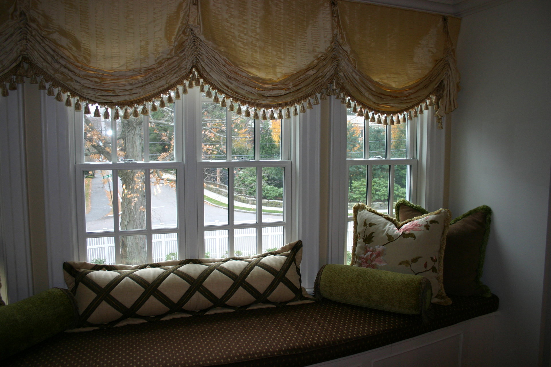 Jw custom window designs window seat pillows for Custom window designs