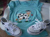 Camiseta y zapatillas a juego
