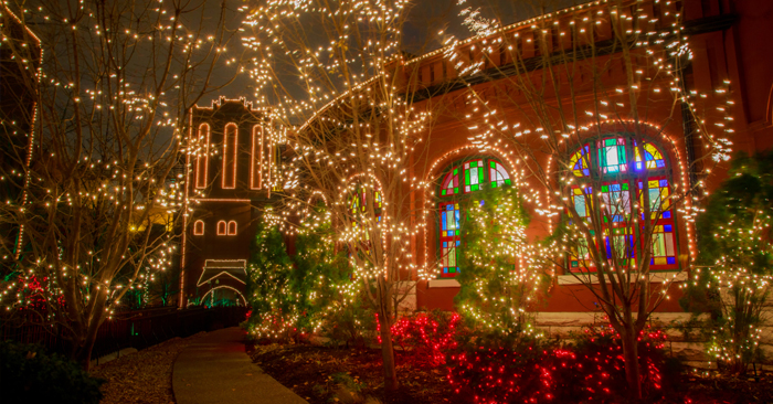Top 10 St. Louis Holiday Light Displays | Family Attractions Card