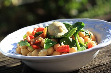 Chickpea+salad+with+artichoke+heart+and+sun-dried+tomatoes+3.JPG