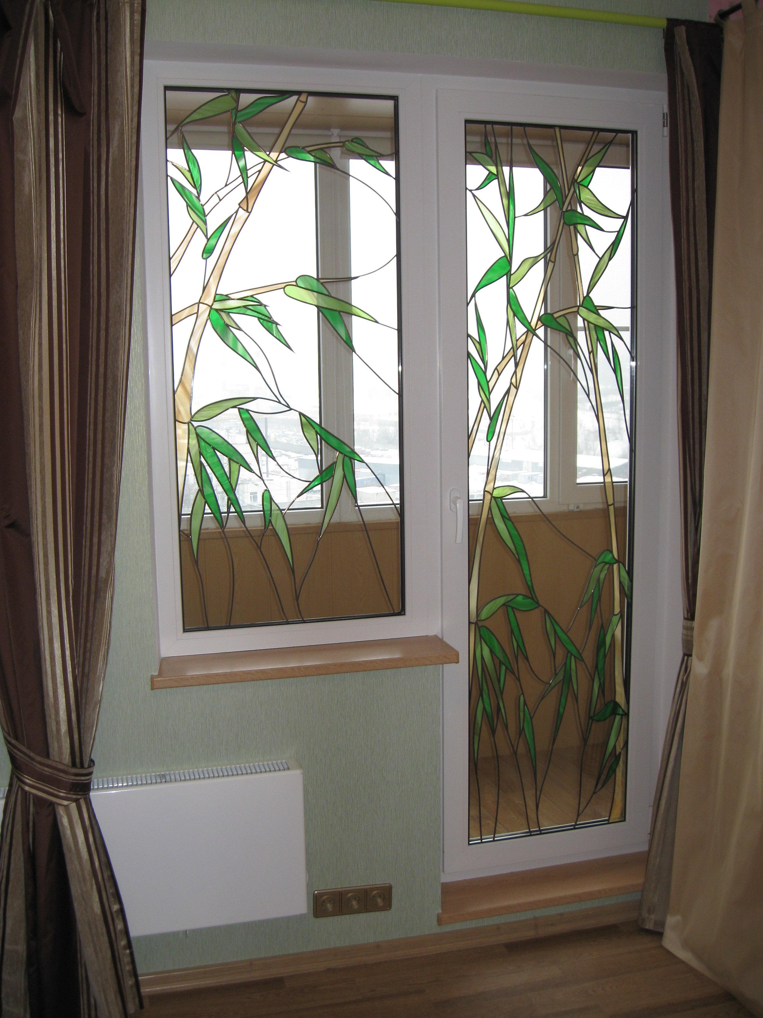 Примеры остекления балконов с витринным окном. - пластиковые.