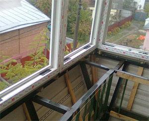 Застекленный балкон с выносом по подоконнику фото..