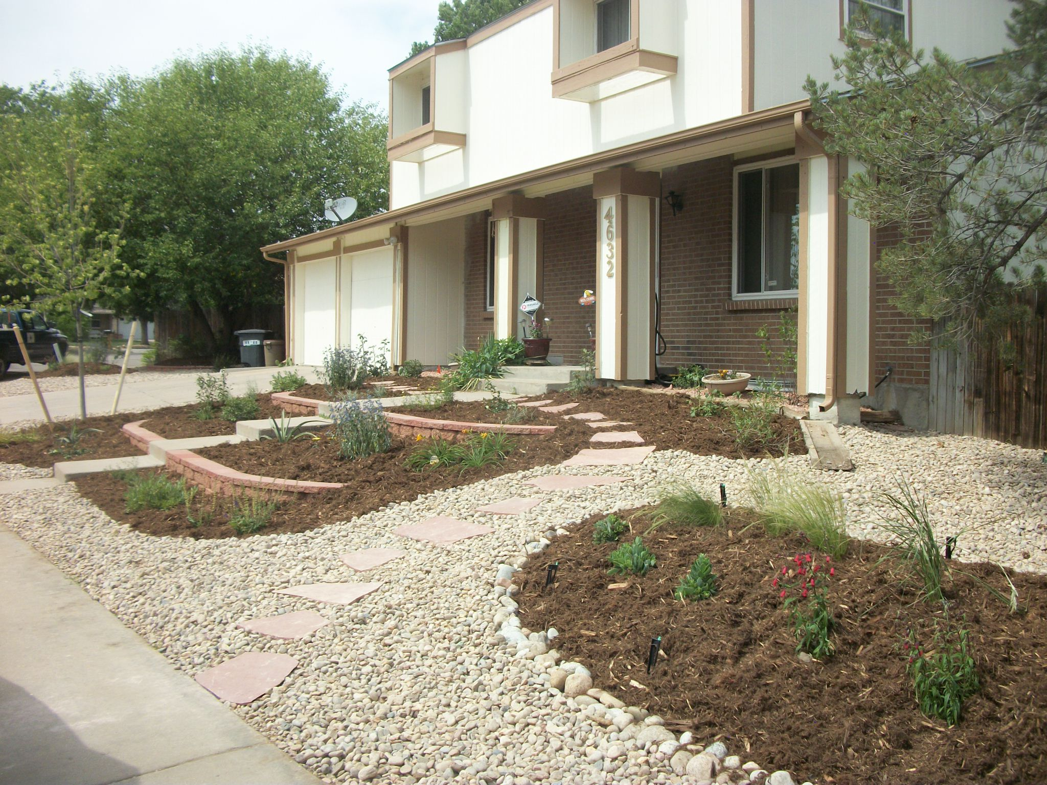 Endless services aurora xeriscaped yard for Xeriscaped backyard design