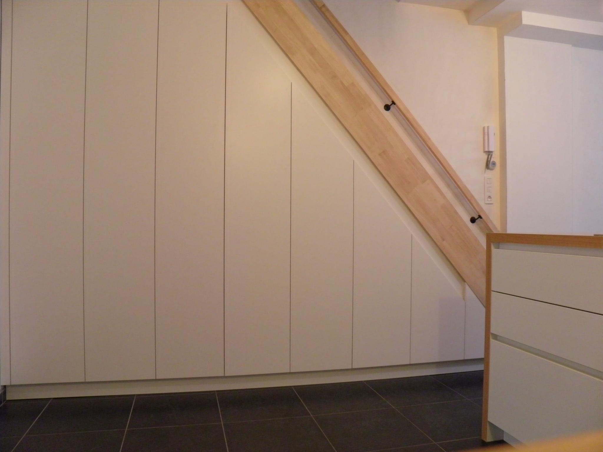Hout idee trappenhuis - Idee kast onder helling ...