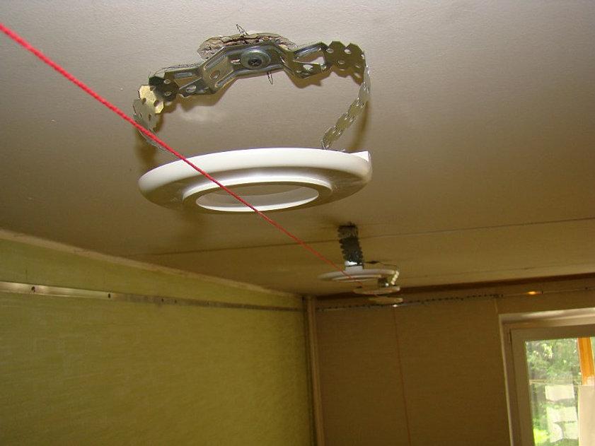 Как сделать светильник в натяжном потолке