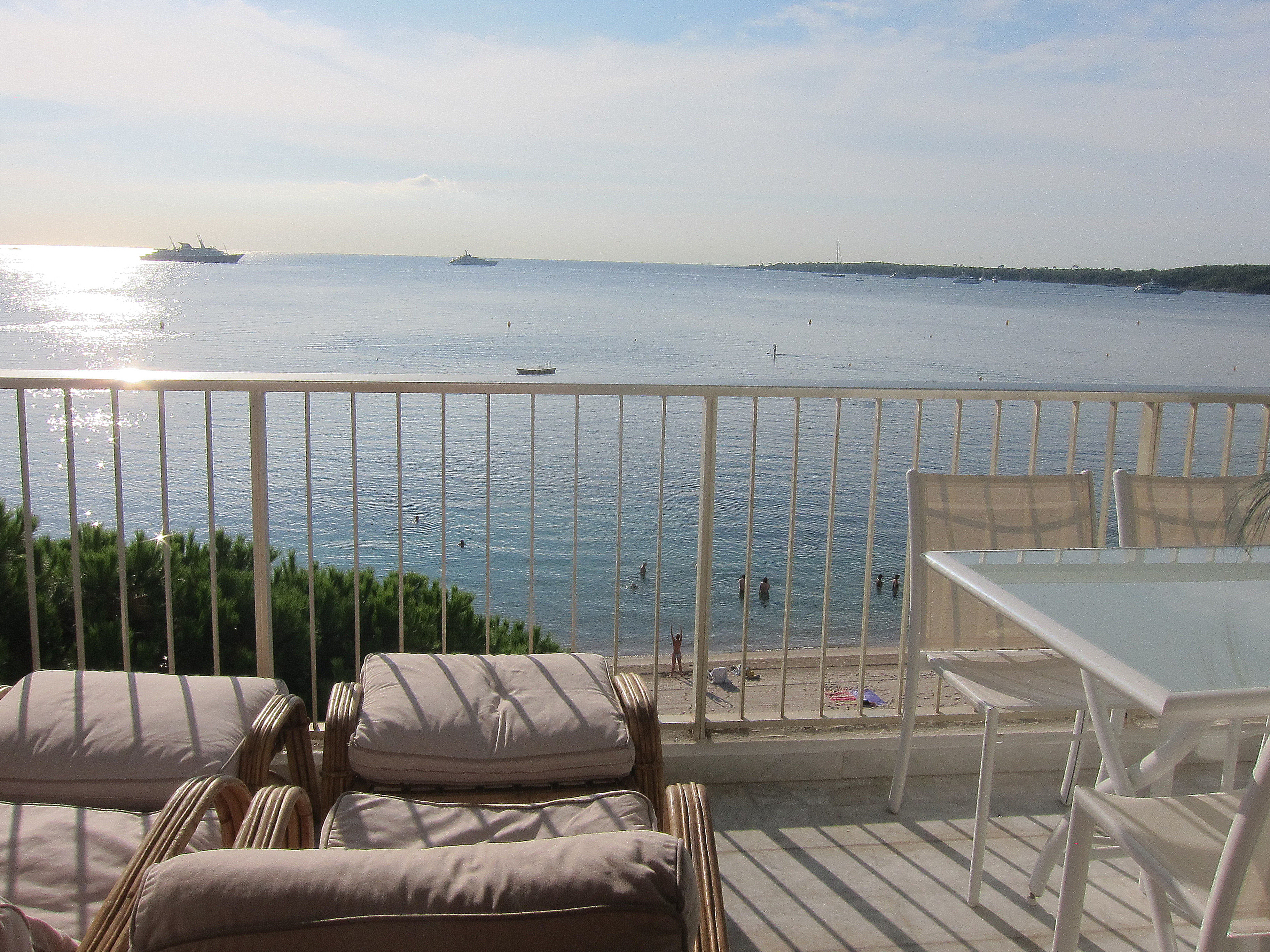 location vue mer cannes palm beach appartement vacances bord de plage. Black Bedroom Furniture Sets. Home Design Ideas