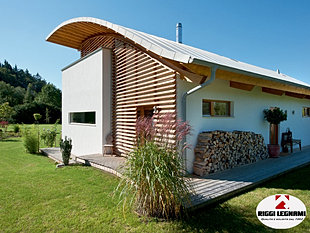 Casa di legno moderna villetta in legno bio edilizia for Piani di casa in stile country texas