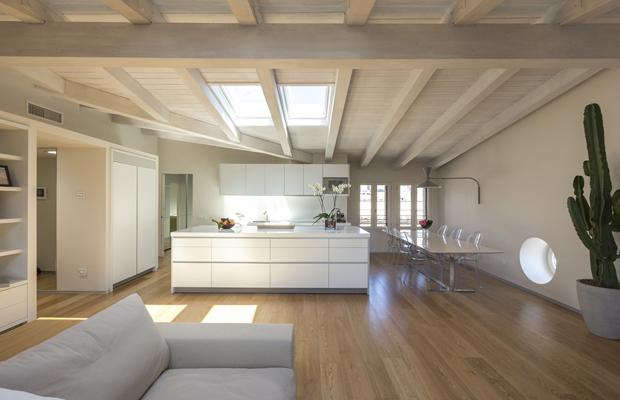 Riggi legnami interno casa di legno for Design contemporaneo di una casa a un piano