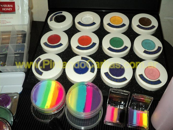 materiales de maquillaje artistico
