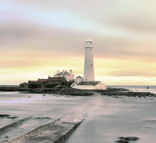 St Marys lighthouse with slow sea