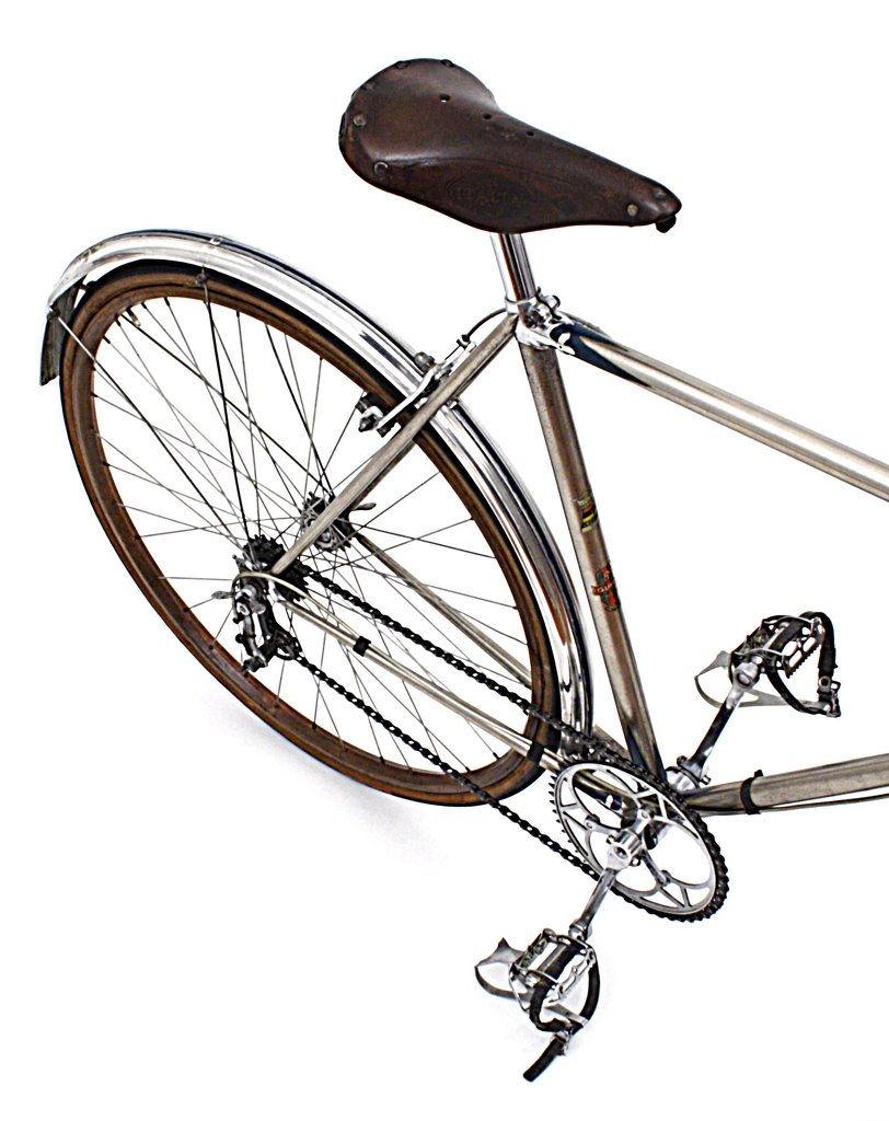 gloria rear bike high above very sharp