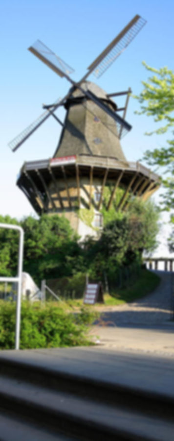 enorme-historische-mühle-sanssouci-park-