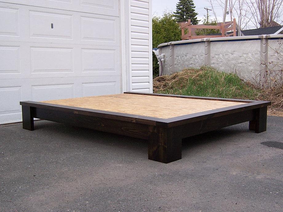 Base de lit en bois massif de style zen - Lit sans tete de lit ...