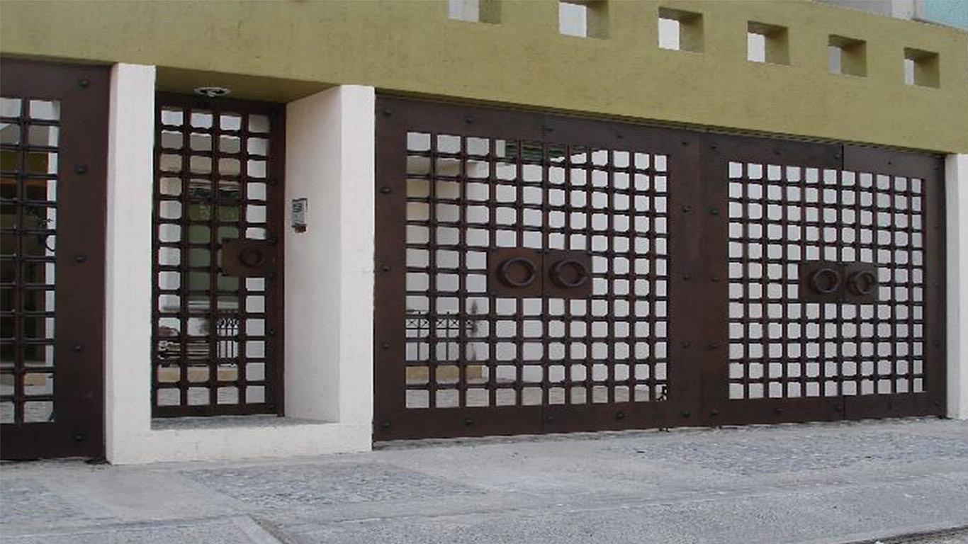 Herreria moderna puertas in september 2017 for Puertas minimalistas de herreria fotos