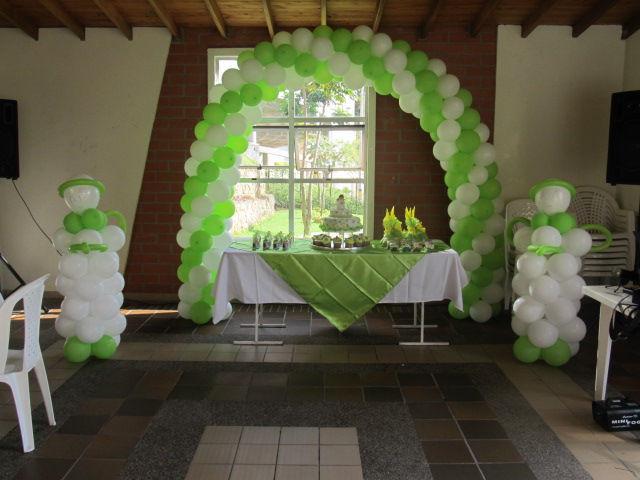 Fiestas infantiles medellin decoracion con globos e icopor for Decoracion de pared para primera comunion