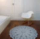 Virkkuukoukussa harmaa 90 cm matto makuuhuoneessa